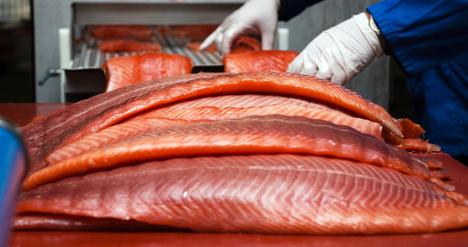 Research Note: Phage protects smoked salmon against naturally present Listeria monocytogenes